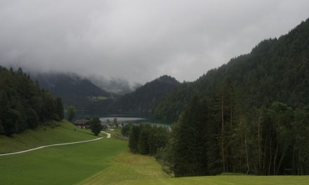 Itinerari nei monti del Tirolo austriaco: il lago Hintersteiner See di Scheffau am Wilder Kaiser