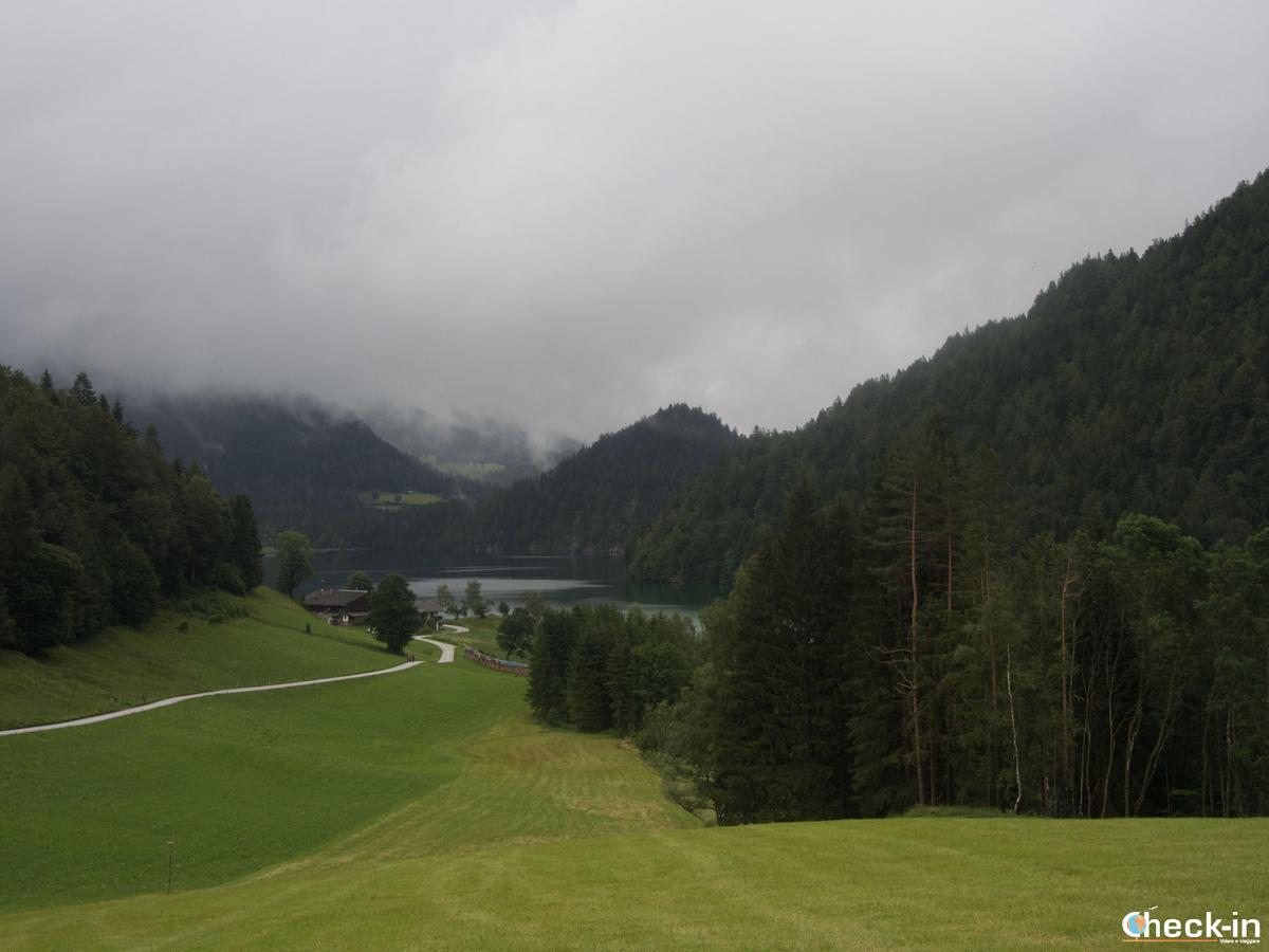 Il lago di Hintersteiner See visto in cammino verso il Walleralm