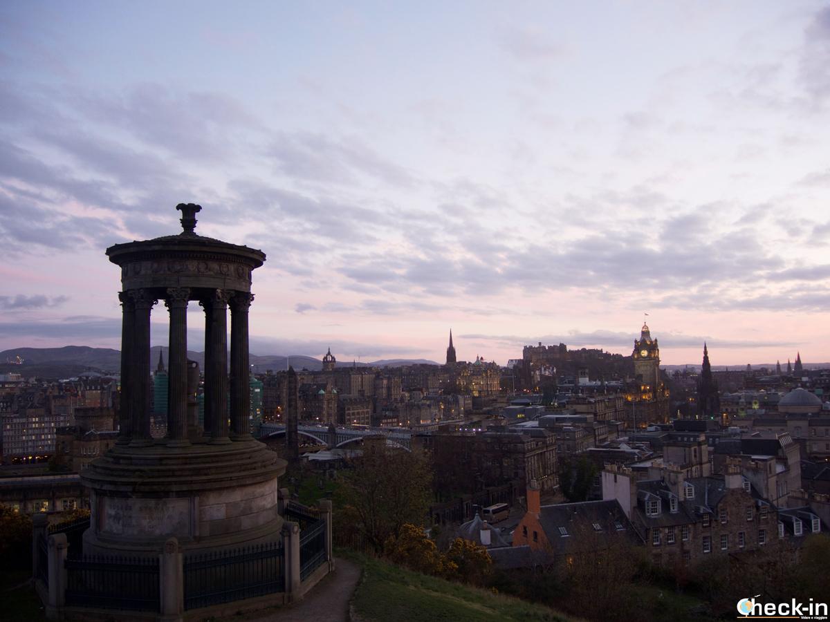 Tour panoramico di Edimburgo in un giorno: vista dal Dugald Stewart Monument a Calton Hill