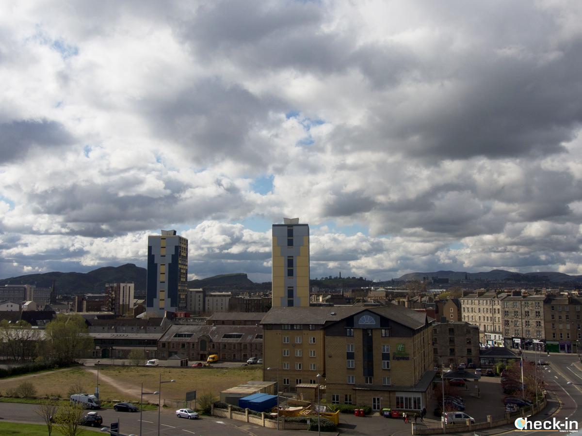 Tour panoramico di Edimburgo in un giorno: la skyline di Edimburgo vista dall'Ocean Terminal a Leith