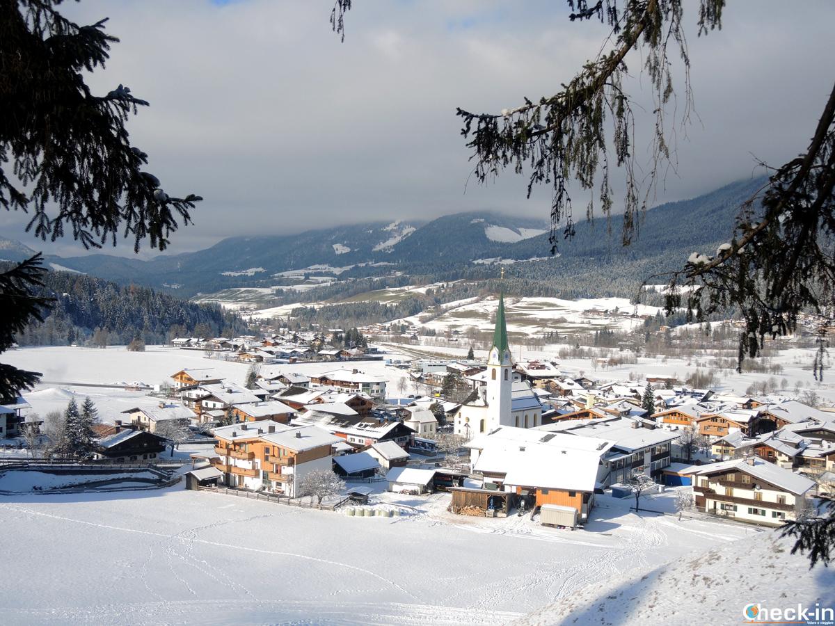 Panorama di Ellmau a dicembre dalla Marienkapelle - Wilder Kaiser, Tirolo (Austria)