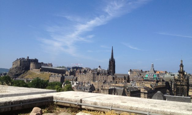 Edinburgh, walking tour to discover the best panoramic viewpoints in the Scottish capital city centre