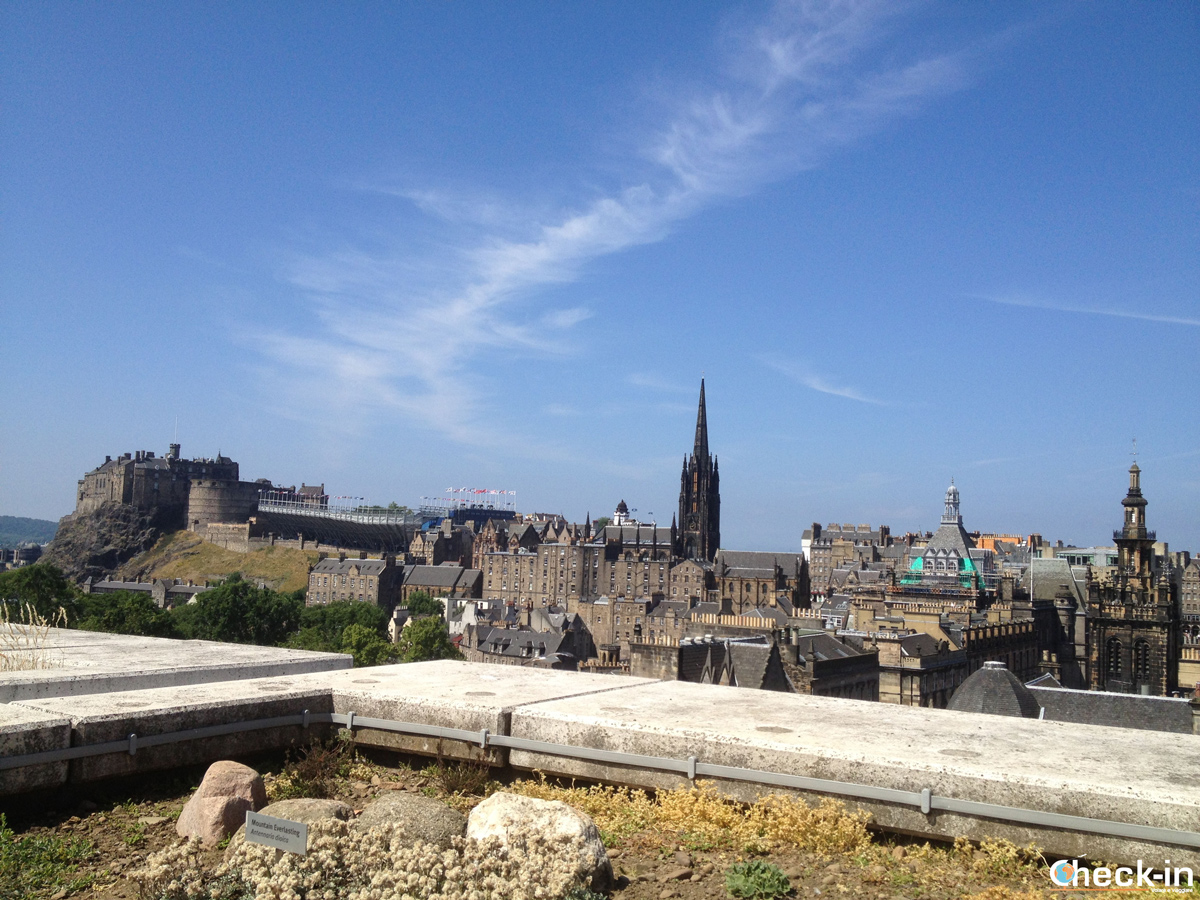 Visit Edinburgh and its panoramic viewpoints: the roof terrace at the National Museum of Scotland