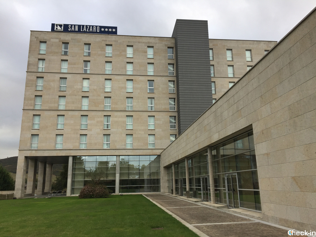 L'Hotel Eurostars San Lázaro vicino al Palacio de Congresos di Santiago di Compostela - Galizia, Spagna