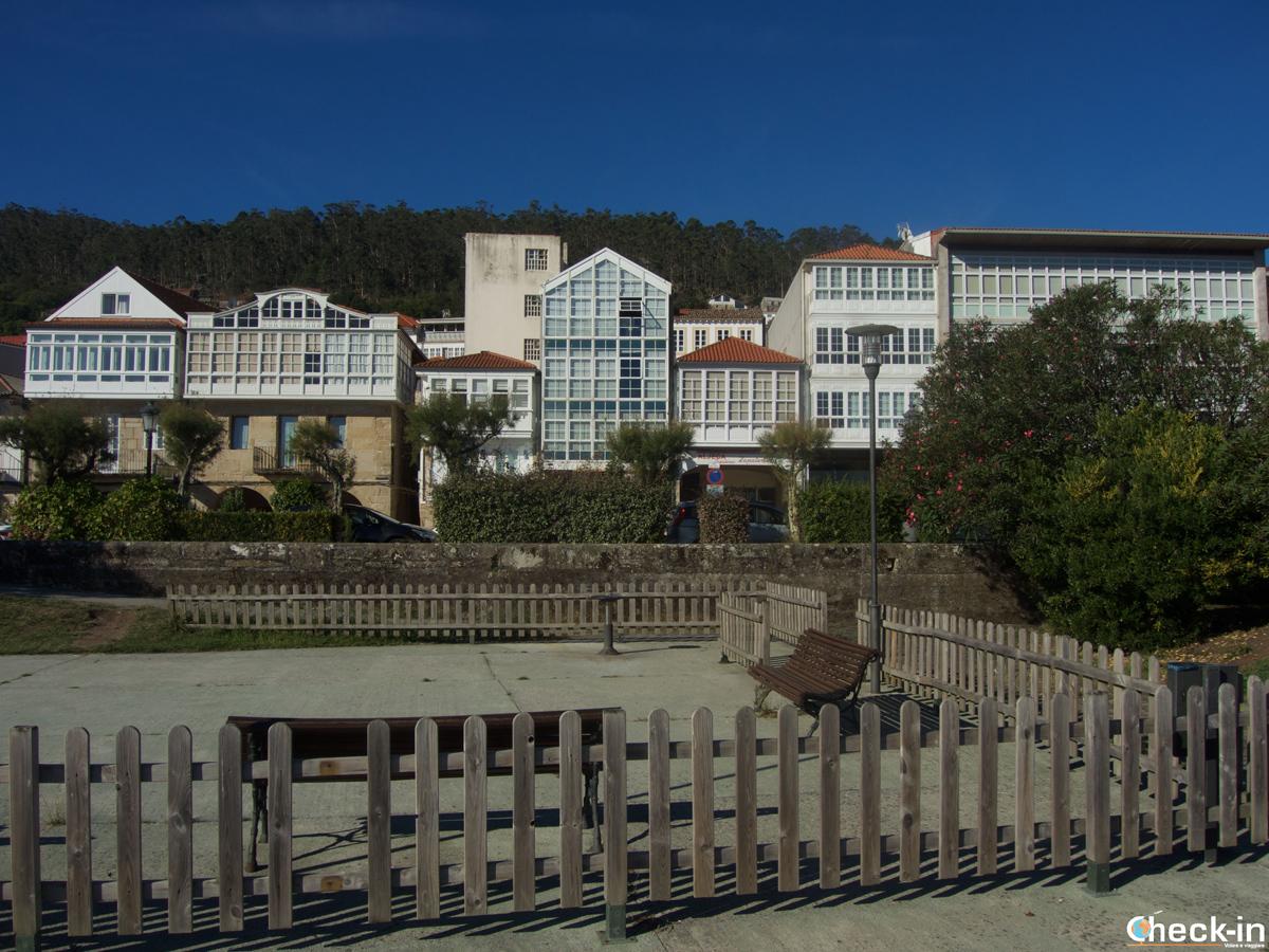 Le case sul lungomare di Muros
