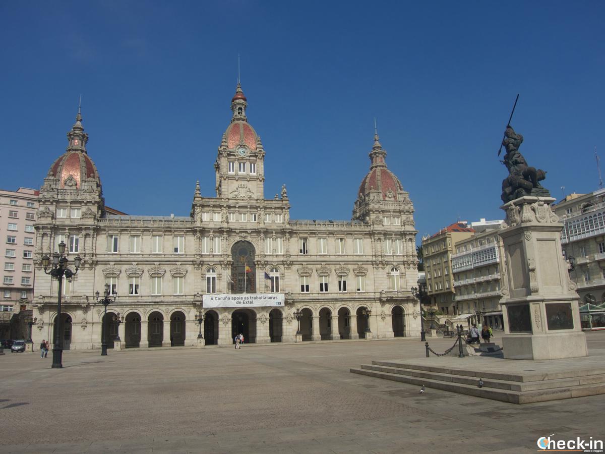 Que ver en La Coruña en dos días: Plaza María Pita y el Ayuntamiento de la ciudad