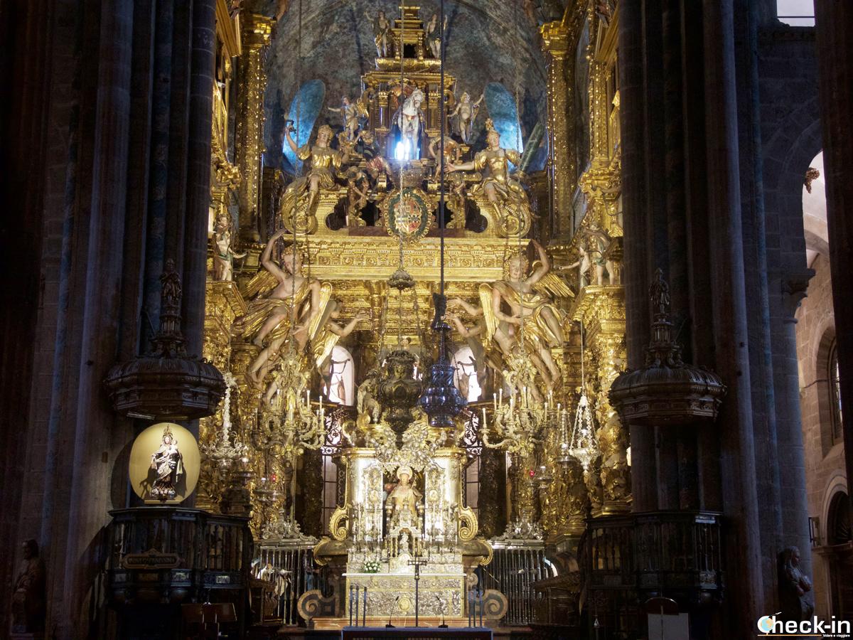 Cosa vedere nel centro storico di Santiago di Compostela: visita della Cattedrale e tappa all'Altare maggiore per ammirare il Botafumeiro