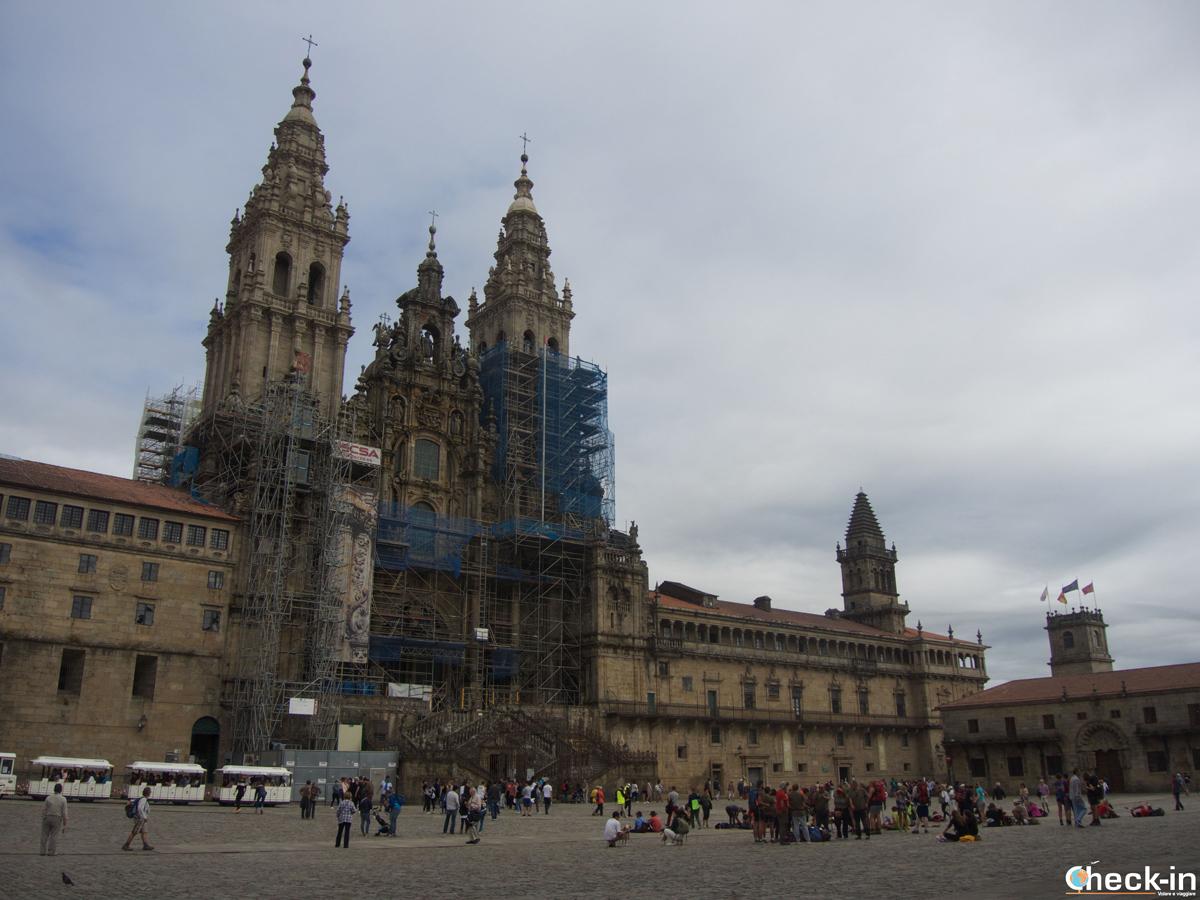 Cosa vedere nel centro storico di Santiago di Compostela: Praza do Obradoiro e la Cattedrale