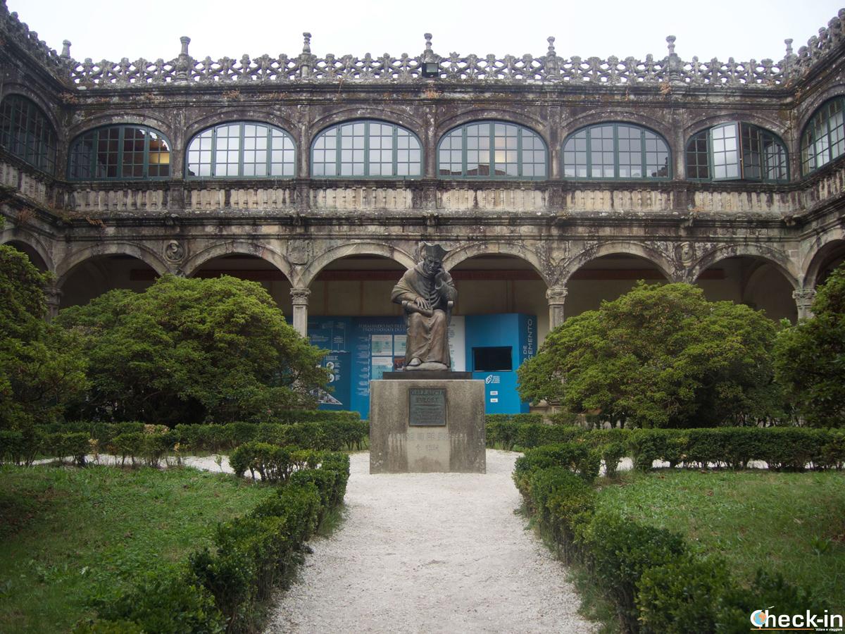 Cosa vedere nel centro storico di Santiago di Compostela: il Palazzo San Xerome, sede degli uffici centrali dell'Università