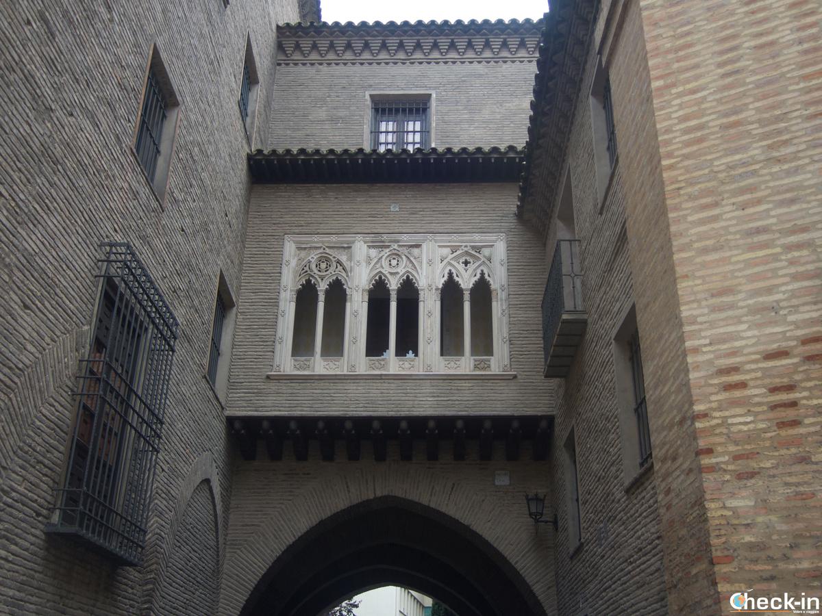 Cosa vedere a Saragozza in due giorni: l'arco del Deán in stile mudéjar