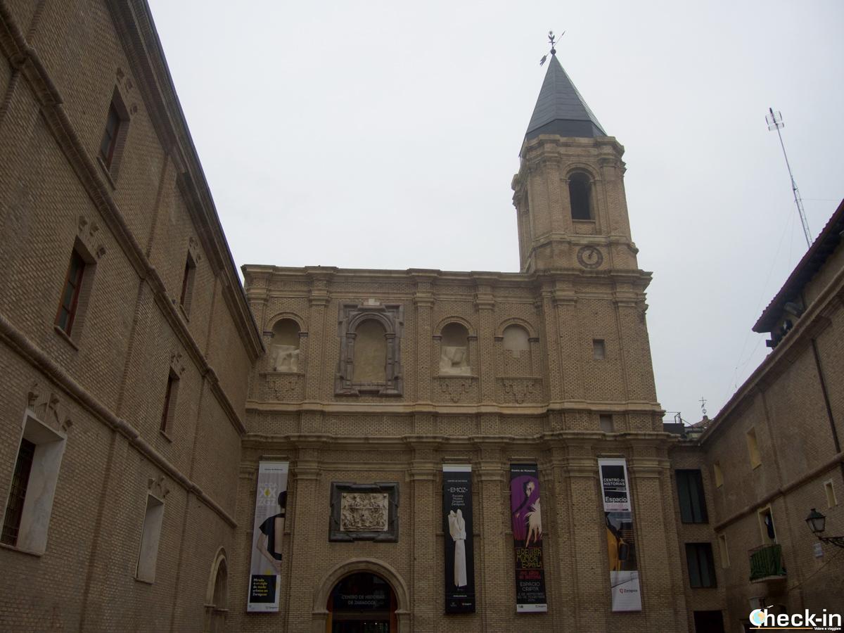 Il centro de Historia di Saragozza che ospita l'Emoz, la Scuola-Museo di origami