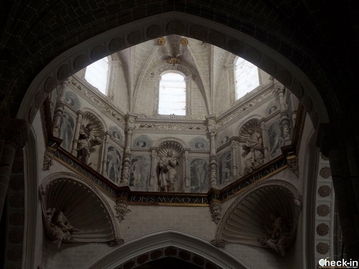 La decorazione delle pareti interne della cupola della Cattedrale di Tarazon