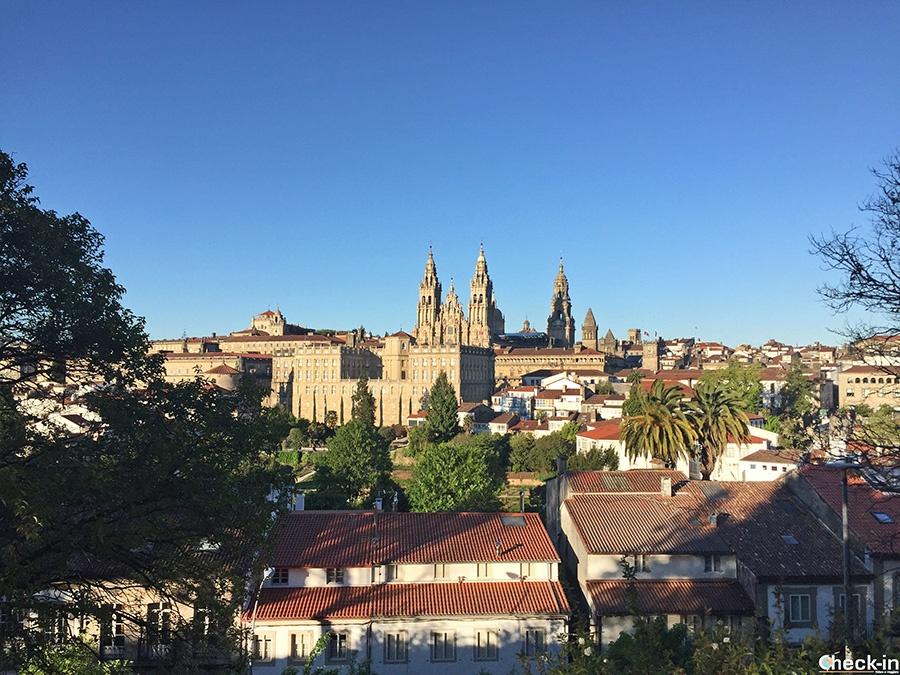 Lugares de interés en Santiago: Parque de la Alameda con vista de la Catedral gallega