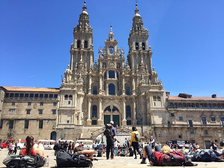 Peregrinos del Camino en Praza do Obradoiro, frente a la Catedral de Santiago