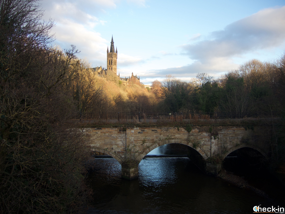 Stroll across the Kelvingrove Park in Glasgow West End