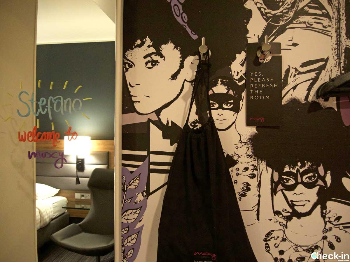 Dettagli personalizzati della mia camera all'Hotel Moxy di Glasgow (Scozia)