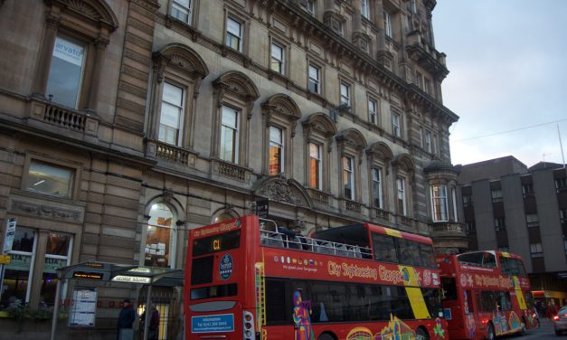 Visit Glasgow: tourist information about Airport Bus transfer, the subway and the connections with Edinburgh