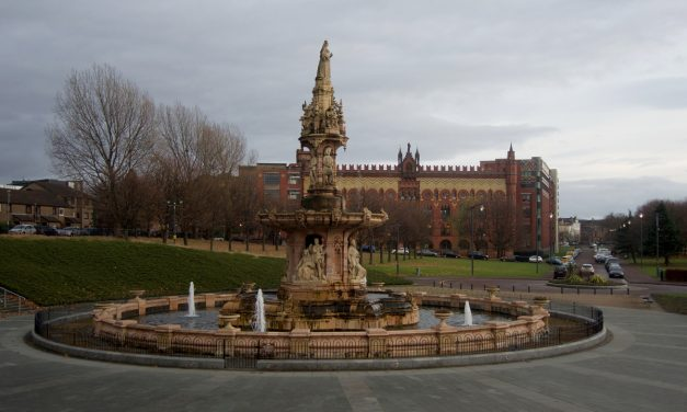 Exploring Glasgow on a Hop on Hop off bus tour. Route, timetable and prices.