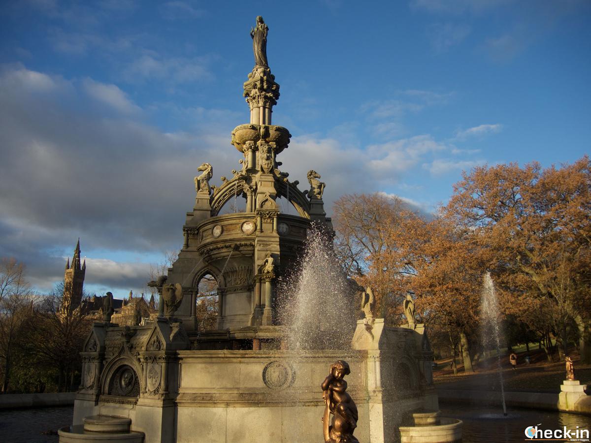 Il Stewart Memorial Fountain nel Kelvingrove Park di Glasgow