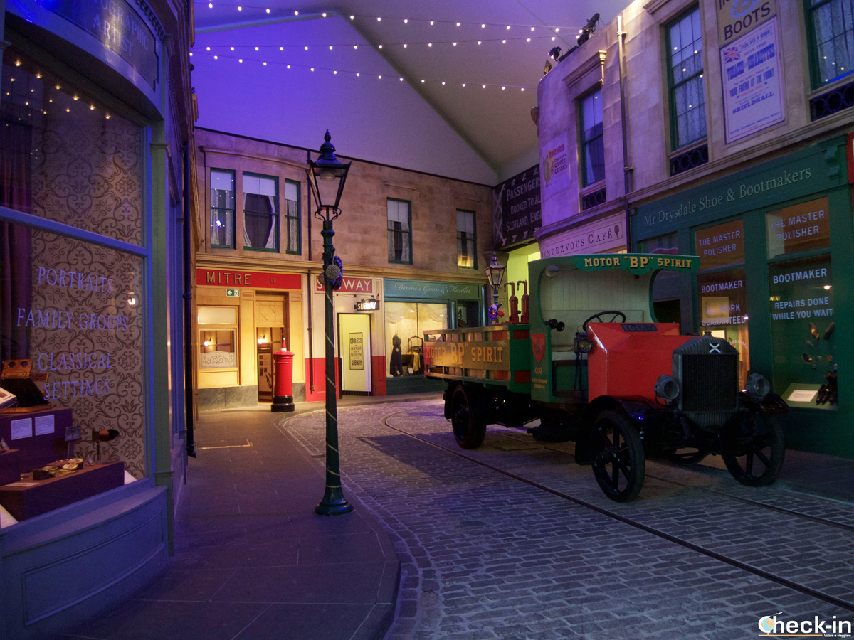 Ricostruzione di una strada del '900 nel Riverside Museum di Glasgow