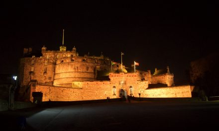 "Visitare Edimburgo in 2 giorni con il biglietto ""Royal Edinburgh"" acquistabile sonline. Ingresso unico al Castello, Holyrood Palace e Royal Yacht Britannia"