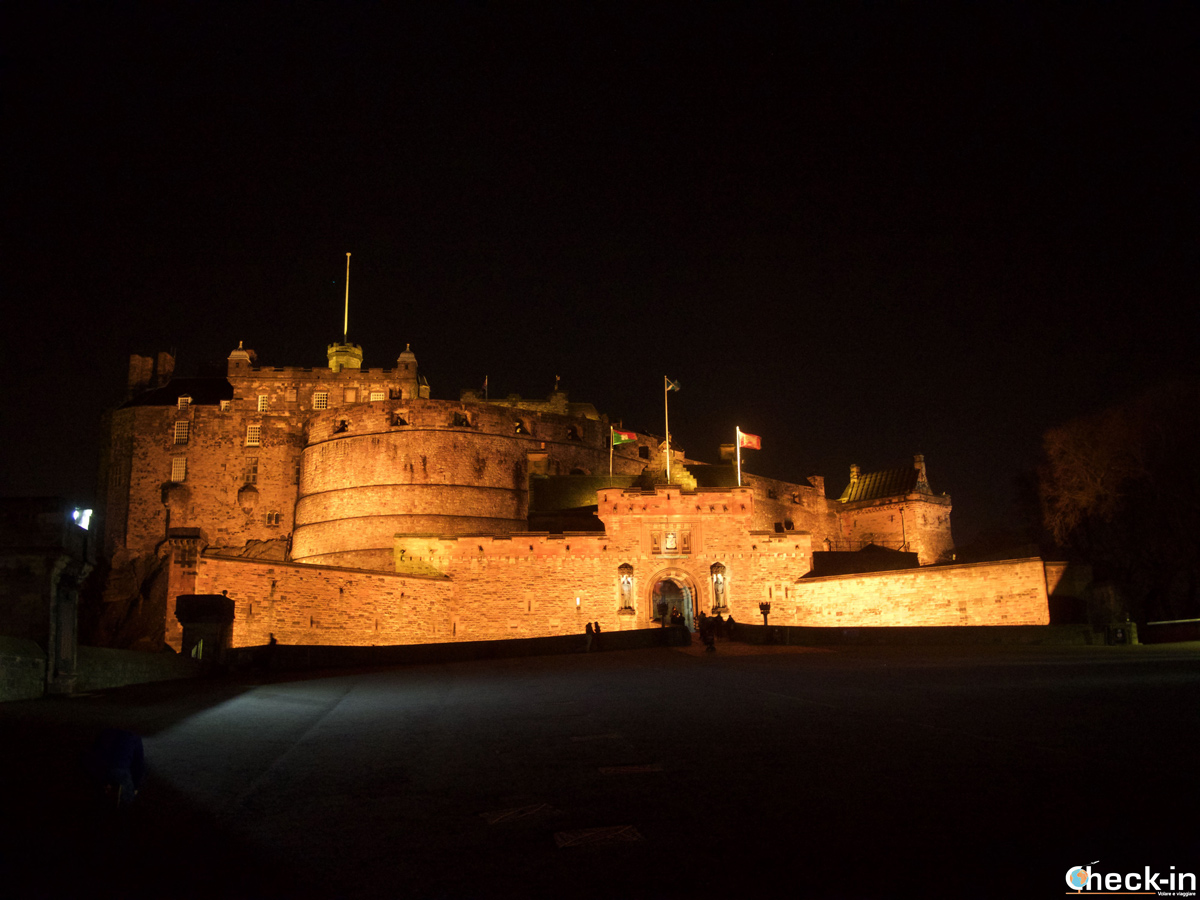 Il Castello di Edimburgo by night