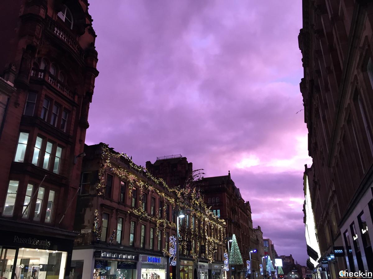 Buchanan Street (Glasgow) si illumina con gli addobbi natalizi
