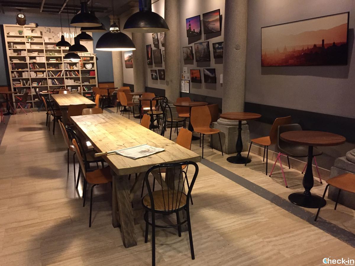 La sala colazione dell'Hostal Persal di Madrid
