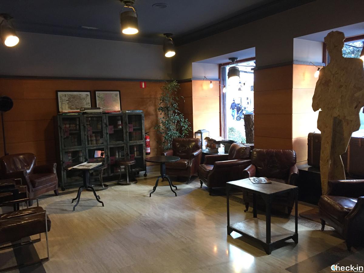 Sala relax vicino alla reception dell'Hostal Persal di Madrid
