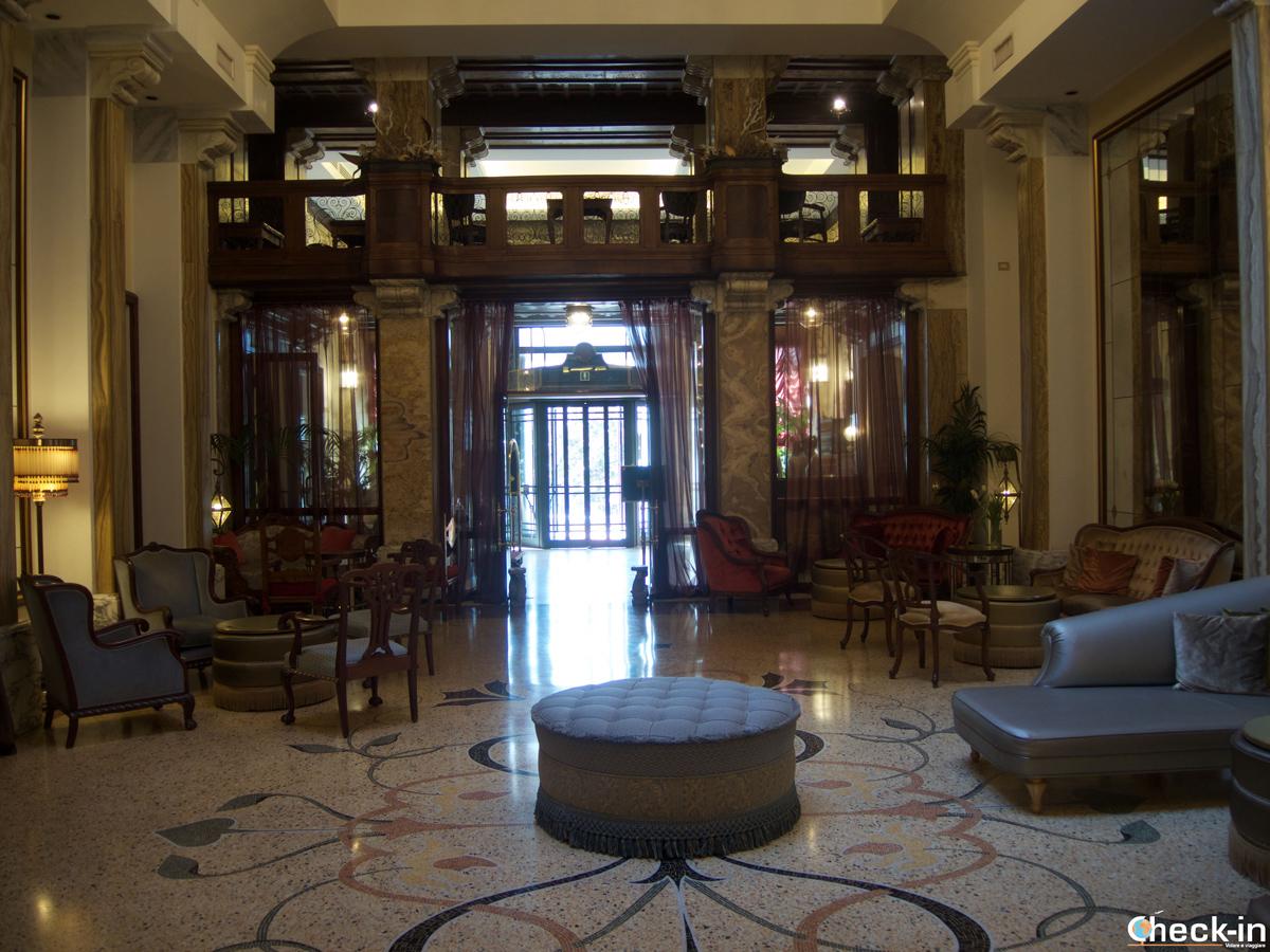 """Il salone """"Belle Epoque"""" del Grand Hotel Savoia di Genova"""