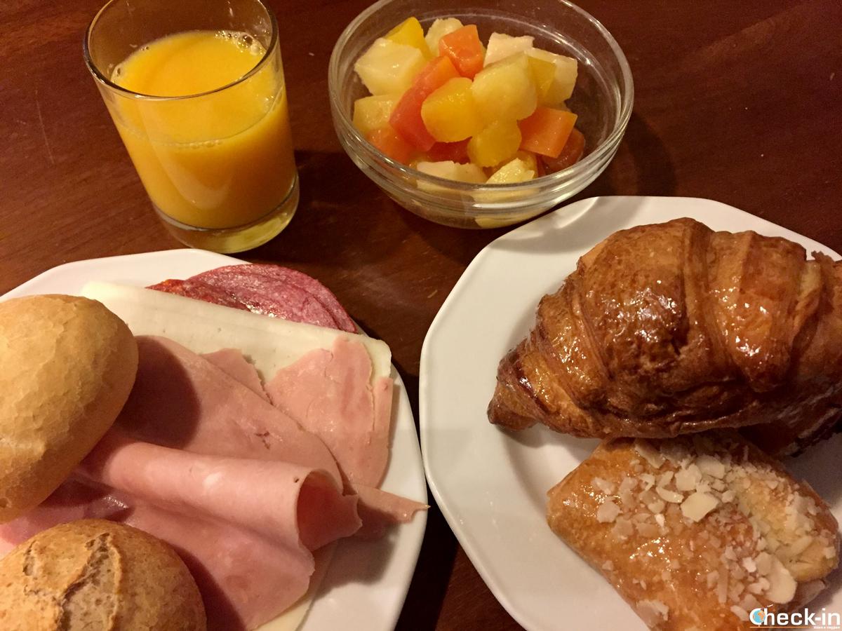 Colazione a buffet all'Hostal Persal di Madrid