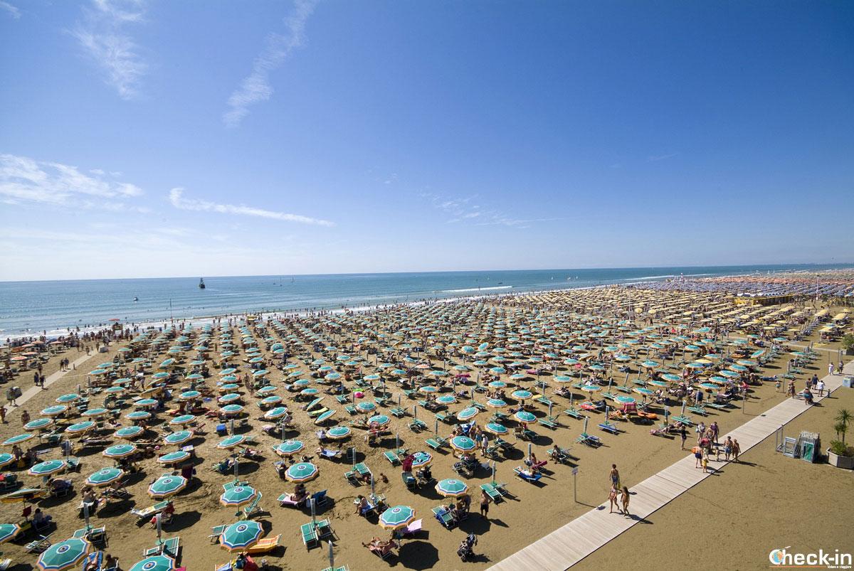 Vista panoramica della spiaggia di Bibione