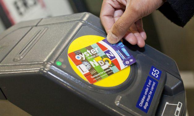 Muoversi low cost a Londra, conviene la oyster card o la London travelcard? Istruzioni per l'uso, prezzi ed acquisto online.
