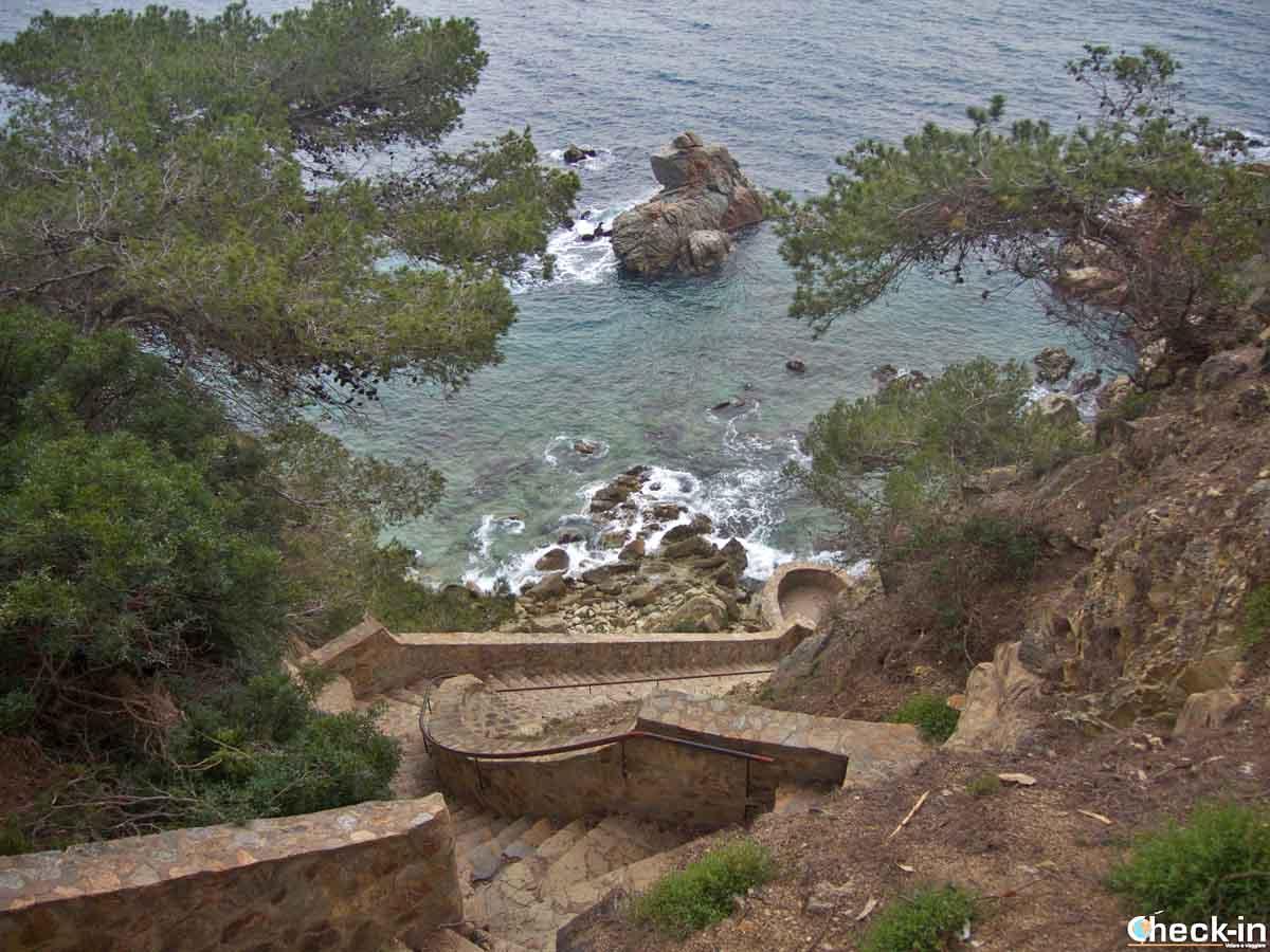 Scalinata verso Cala dels Frares a Lloret de Mar, Spagna