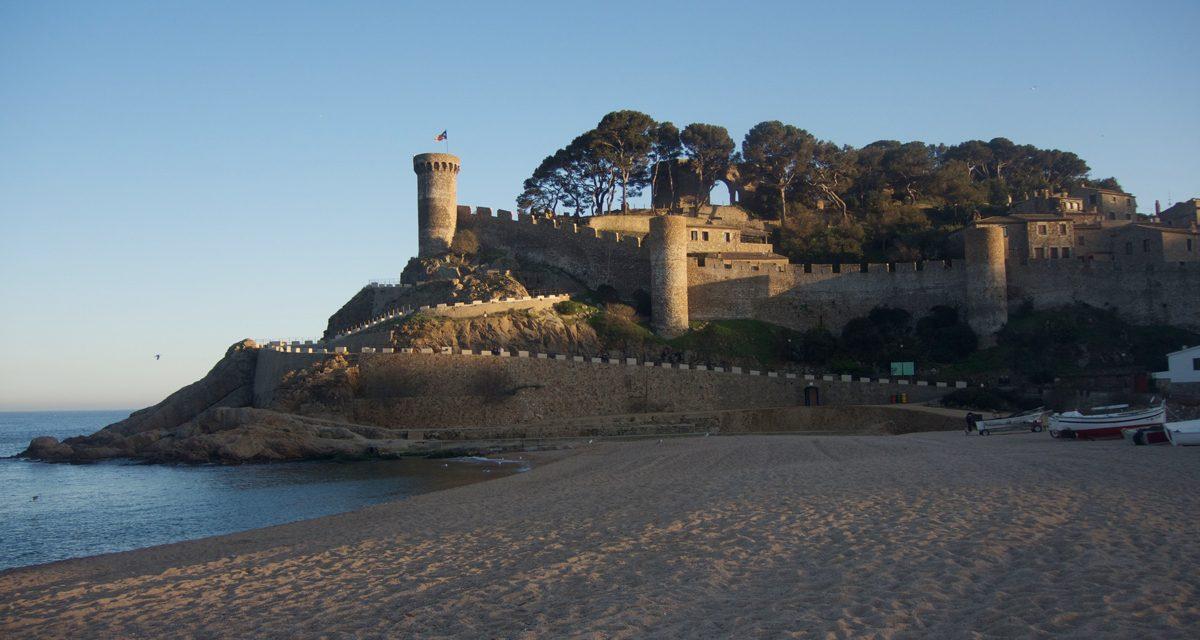 Tossa de Mar, cosa vedere nel centro storico della località spagnola. Itinerario alla scoperta della Vila Vella della Costa Brava.