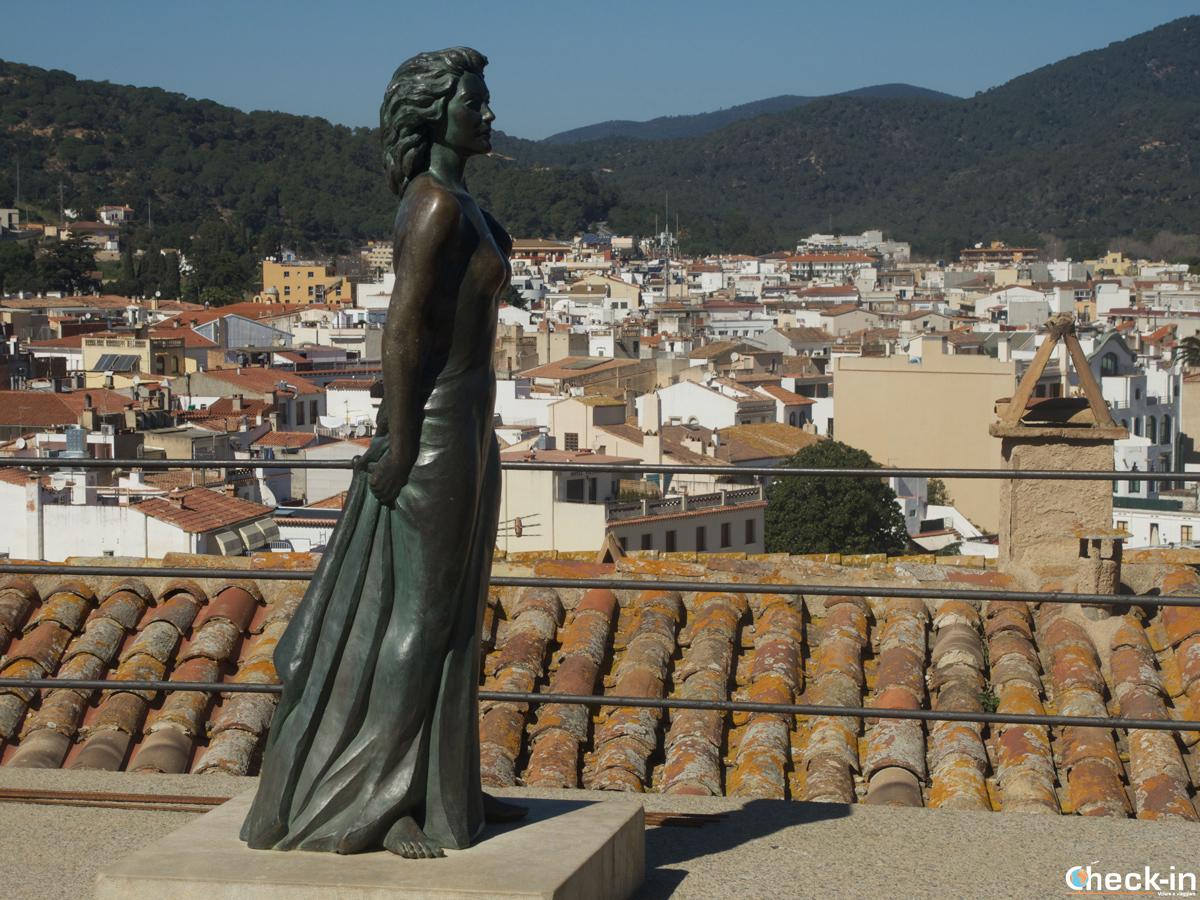 """La statua dedicata a Ava Gardner, protagonista del film """"Pandora"""" girato a Tossa de mar nel 1951"""