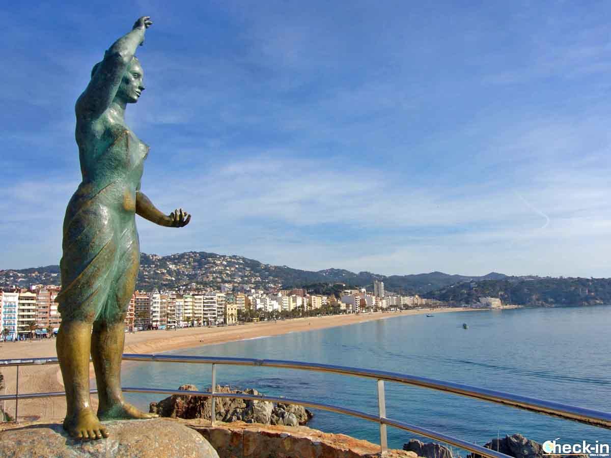 Il Monumento a la Dona Marinera sulla costa di Lloret de Mar