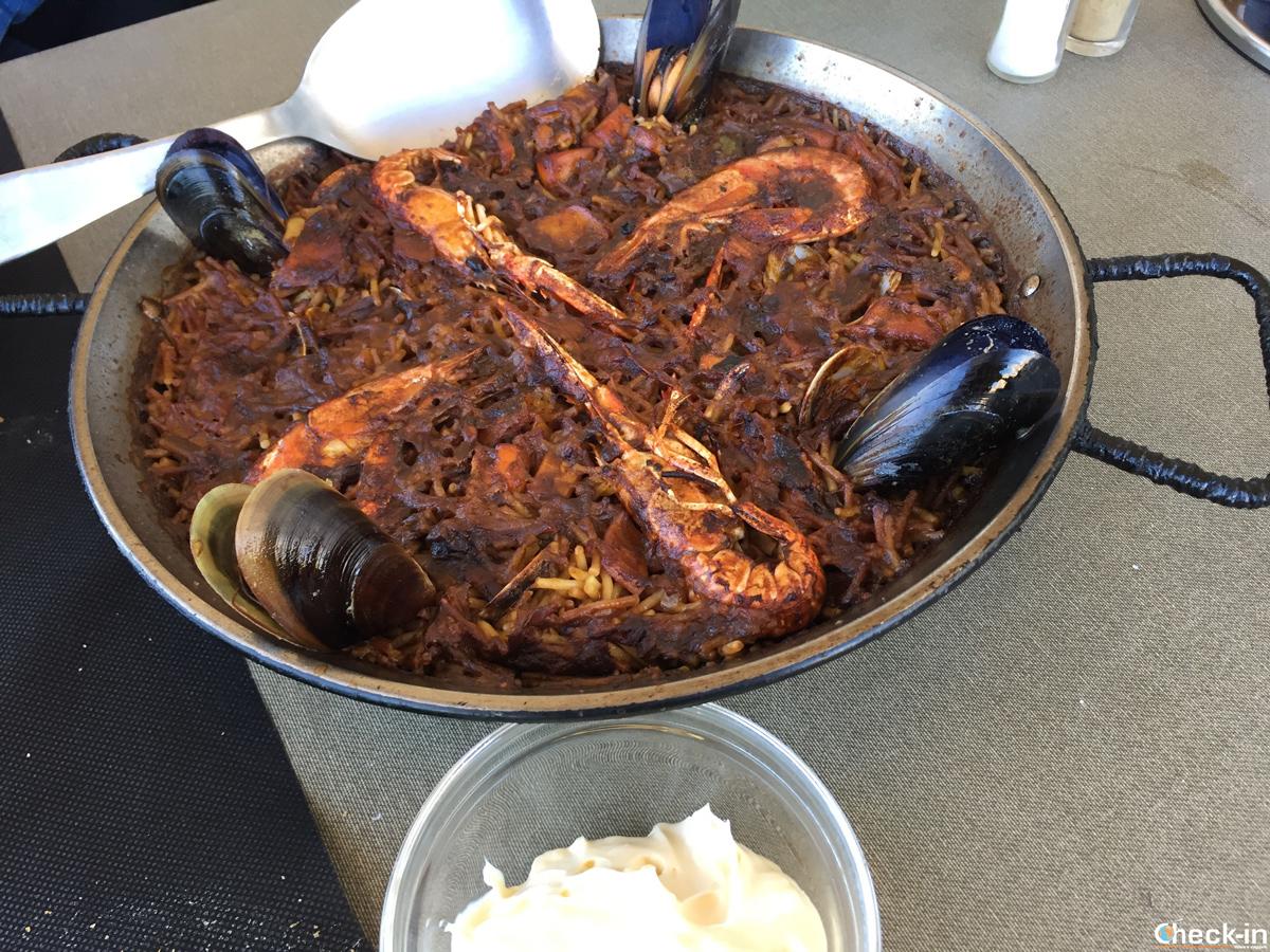 Fideuà con salsa allioli al Ristorante Sa Malica di Blanes