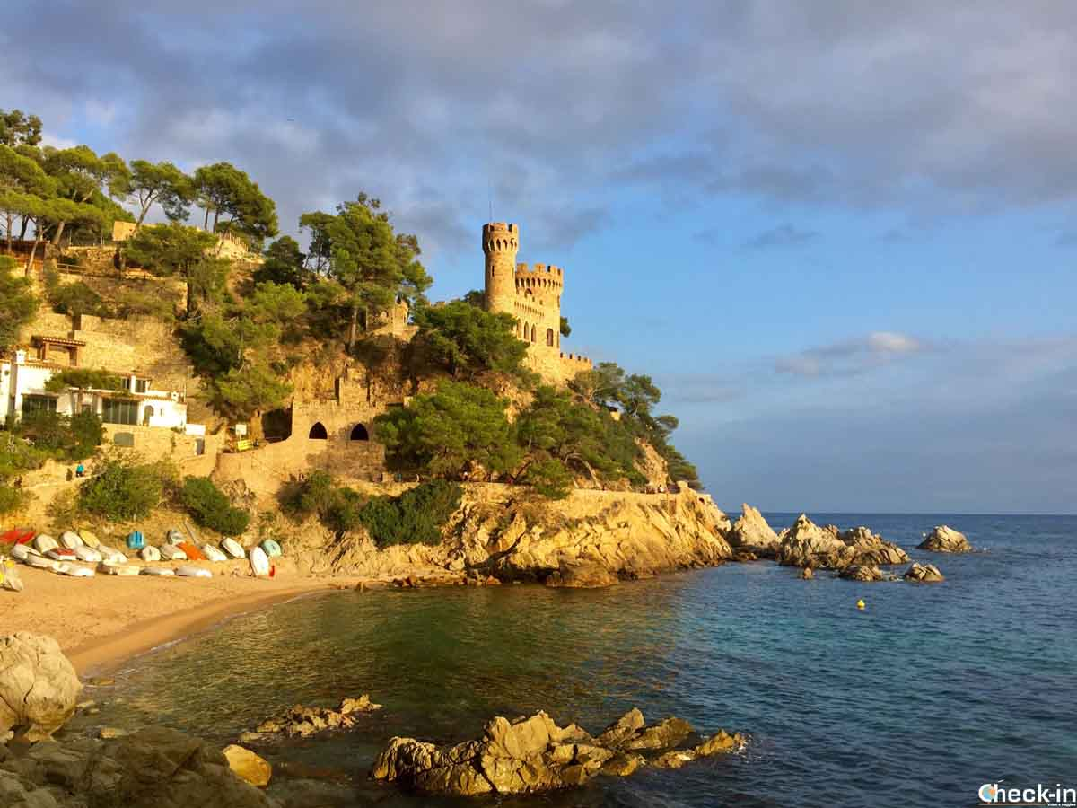 Spiaggia Sa Caleta a Lloret de Mar - Costa Brava, Spagna del nord