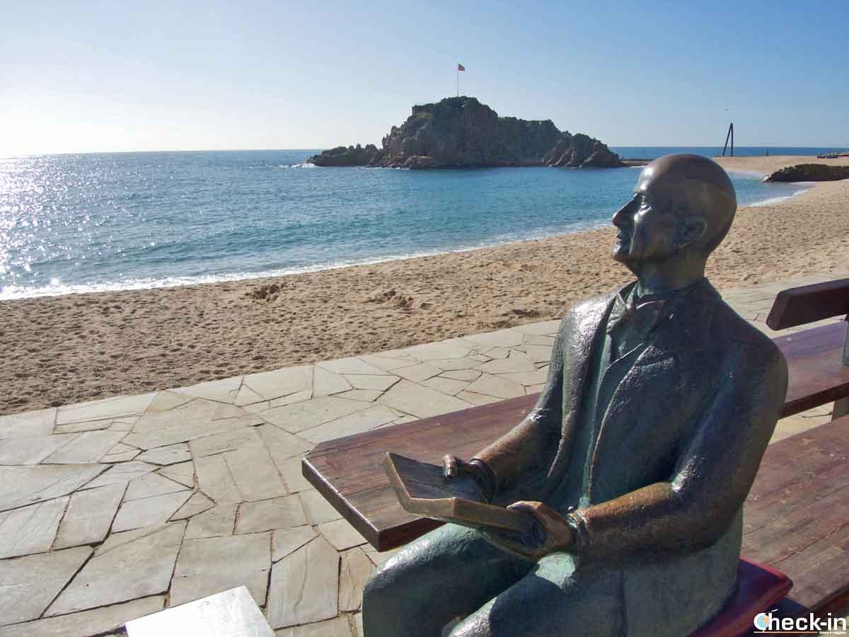 Statua di Karl Faust sul lungomare di Blanes