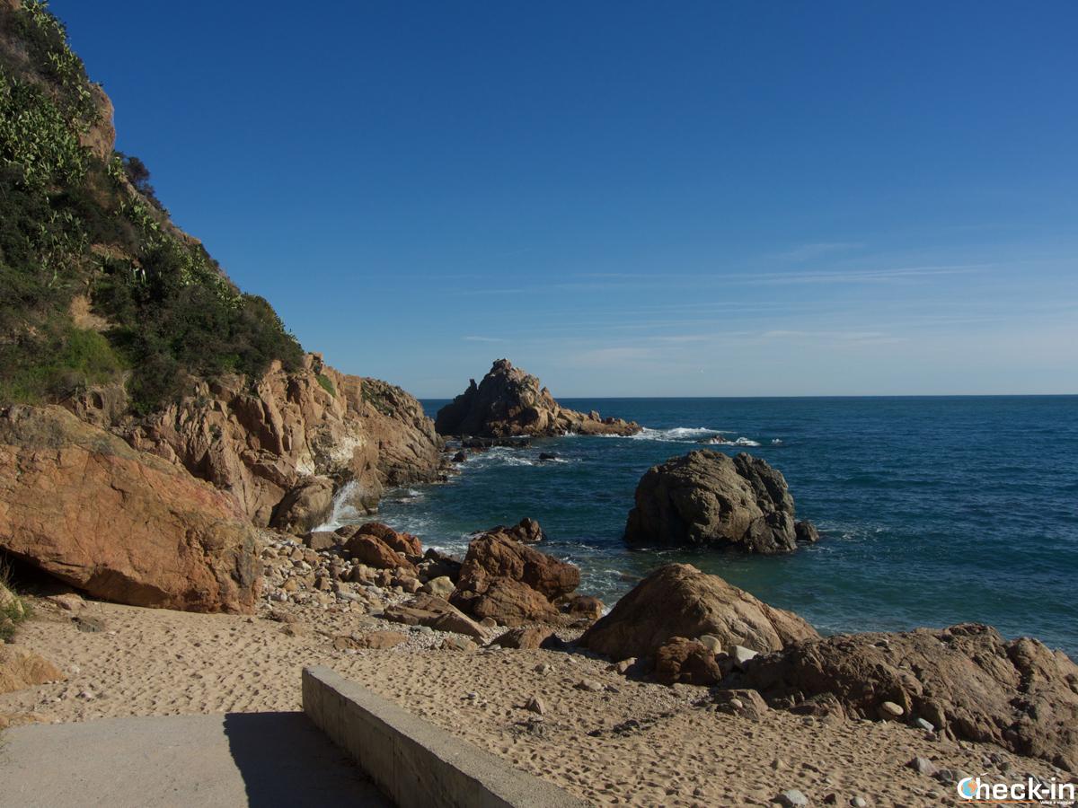Cala Punta de Santa Anna cerca del puerto de Blanes