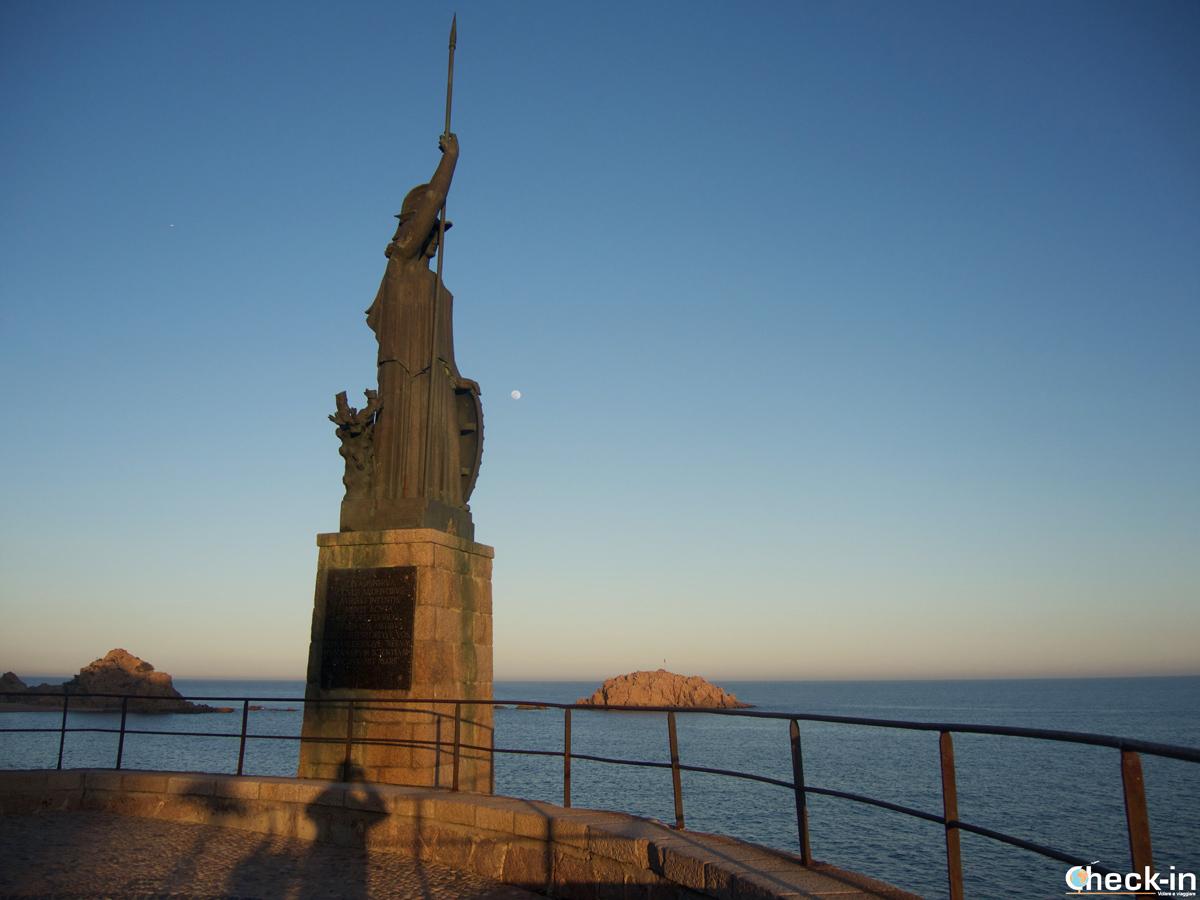 Statua della Dea Minerva sul lungomare di Tossa de Mar, Spagna