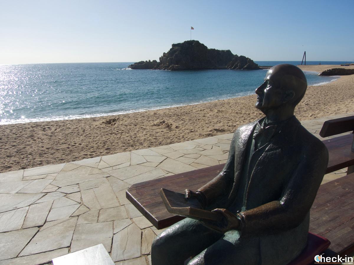 La estatua de Karl Faust en el paseo marítimo de Blanes