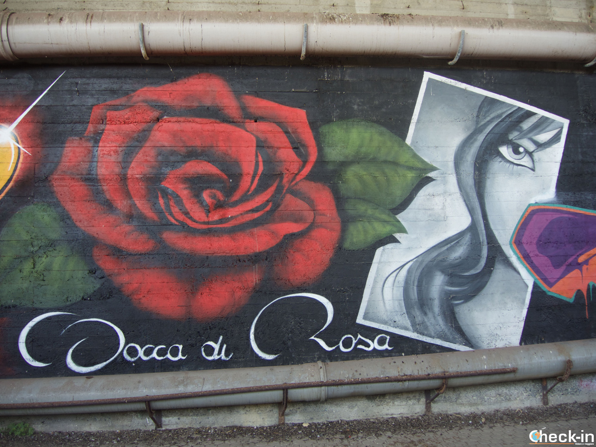 """Murales """"bocca di rosa"""" sul lungomare De Andrè tra Cogoleto e Arenzano"""