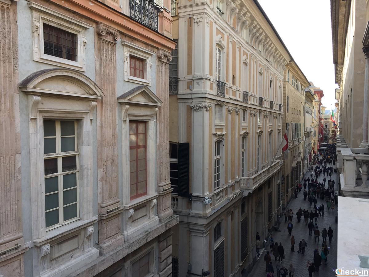 Via Garibaldi (Strada Nuova) affollata per i Rolli Days vista da Palazzo Franco Lercari