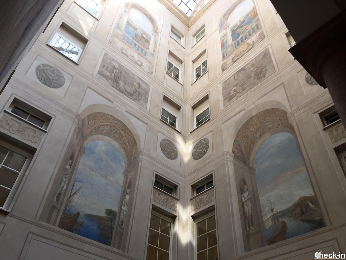 Atrio di Palazzo Lauro a Genova
