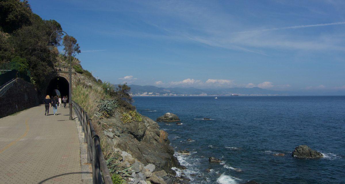 """Itinerari a piedi in Liguria: passeggiata lungomare """"Fabrizio de Andrè"""" tra Cogoleto e Arenzano"""