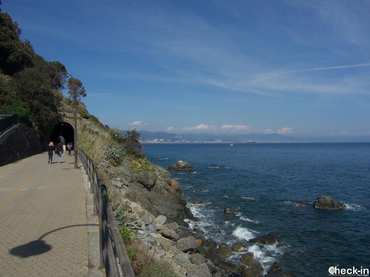 """Panorama del lungomare """"Fabrizio De Andrè"""" tra Cogoleto e Arenzano"""