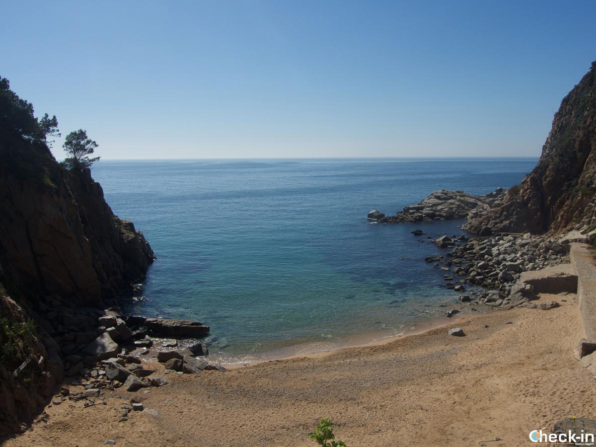 La Platja Es Codolar a ridosso della Vila Vella di Tossa de Mar