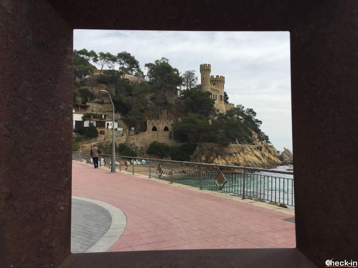 Playa Sa Caleta y el Castillo de Lloret de Mar